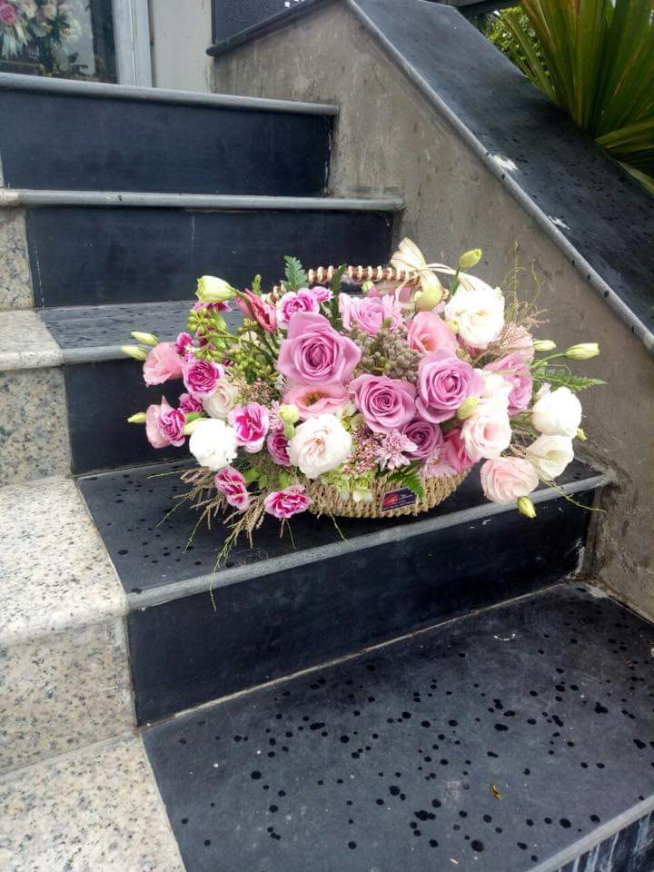 Một số cách cắm hoa tươi cơ bản 2